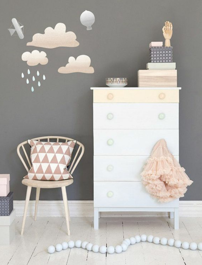 Babyroom-design-nube-pinturas-on-the-wall