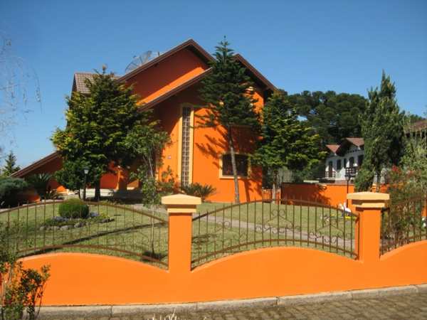 hausfassade-couleur-orange-maison