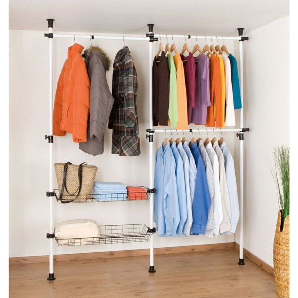 Vêtements rack-for-mur-design moderne - de nombreux vêtements colorés