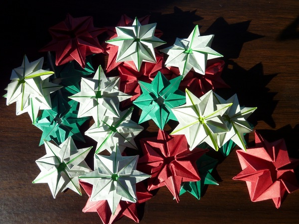 Origami-to-christmas-colorful-flowers - foto tomada desde arriba