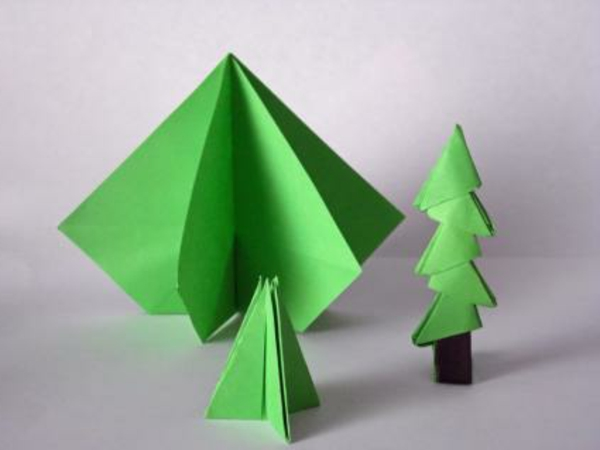 origami-to-christmas-green-fir-trees - fondo en color gris