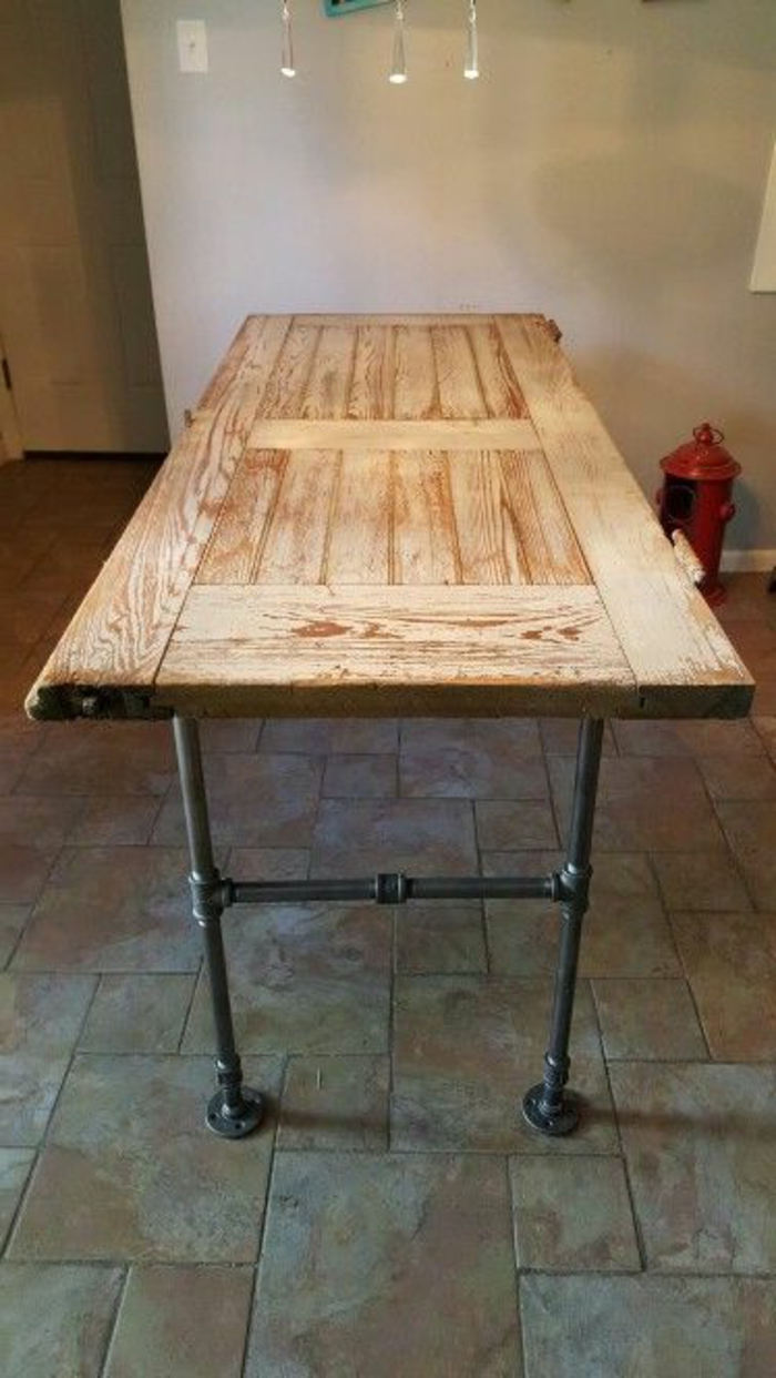 50 ideas inspiradoras sobre c mo decorar puertas viejas for Como decorar una mesa de madera vieja
