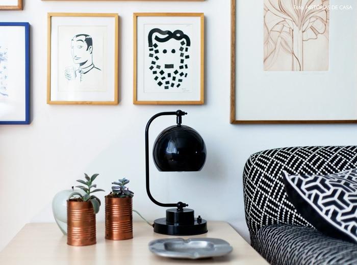 vintage-lampen-wohnzimmer-einrichtung-nachttischlampe-bilder-dose-blumen-aschenbecher[1]